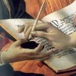 libro y mano